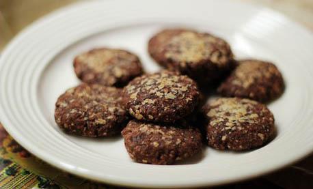 湖南特产网:自制巧克力饼干的做法?